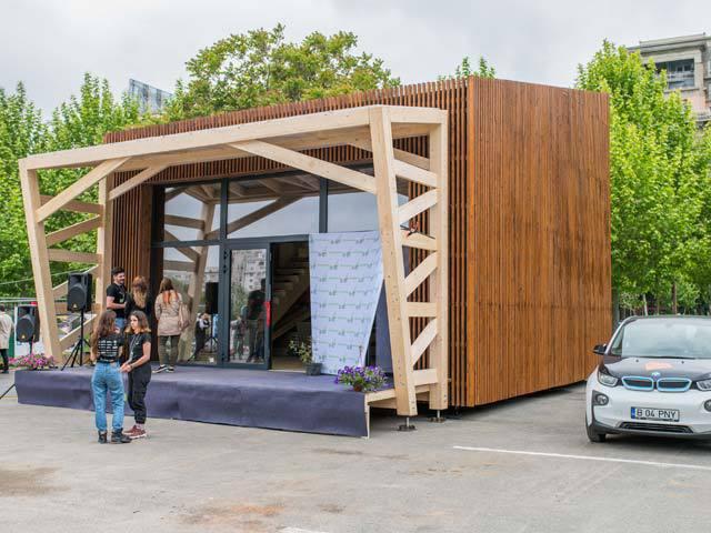 Peste 30 de studenţi români au construit o casă solară cu care vor participa la concursul Solar Decathlon Europa