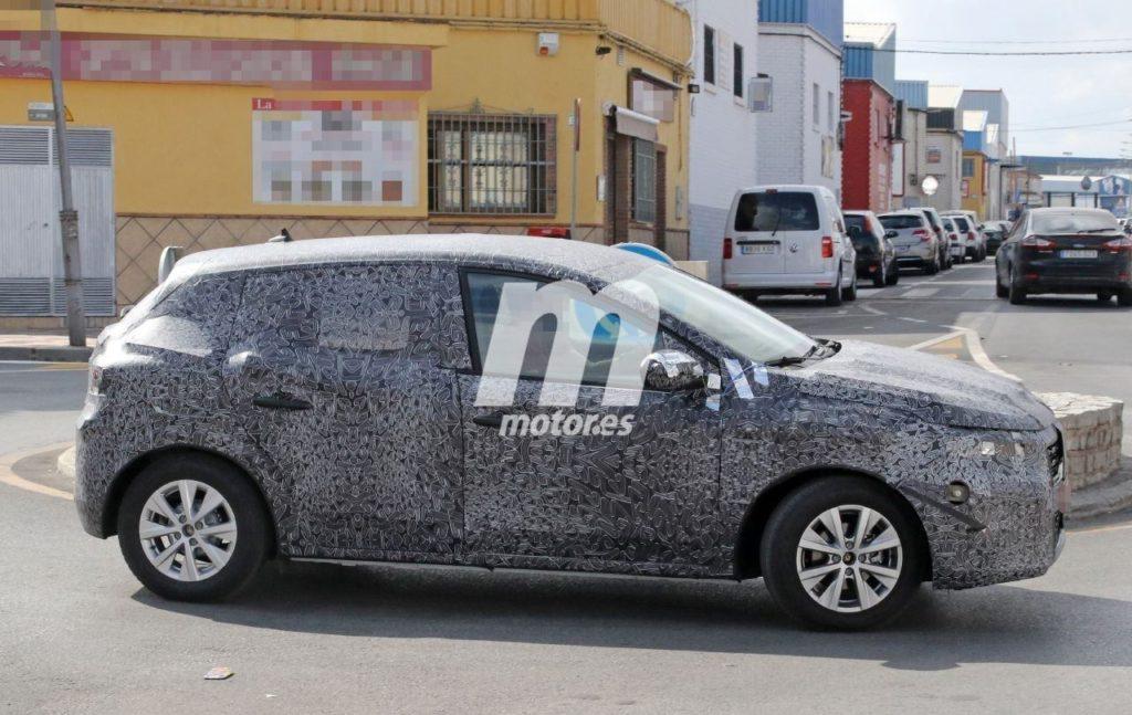 Primele imagini cu noua Dacia Sandero, noul model testat in Spania