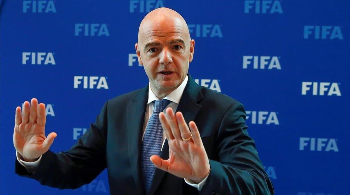 """Şeful FIFA anunţă schimbări majore în fotbalul post-pandemie: """"Mai puţine echipe, mai puţine meciuri"""""""