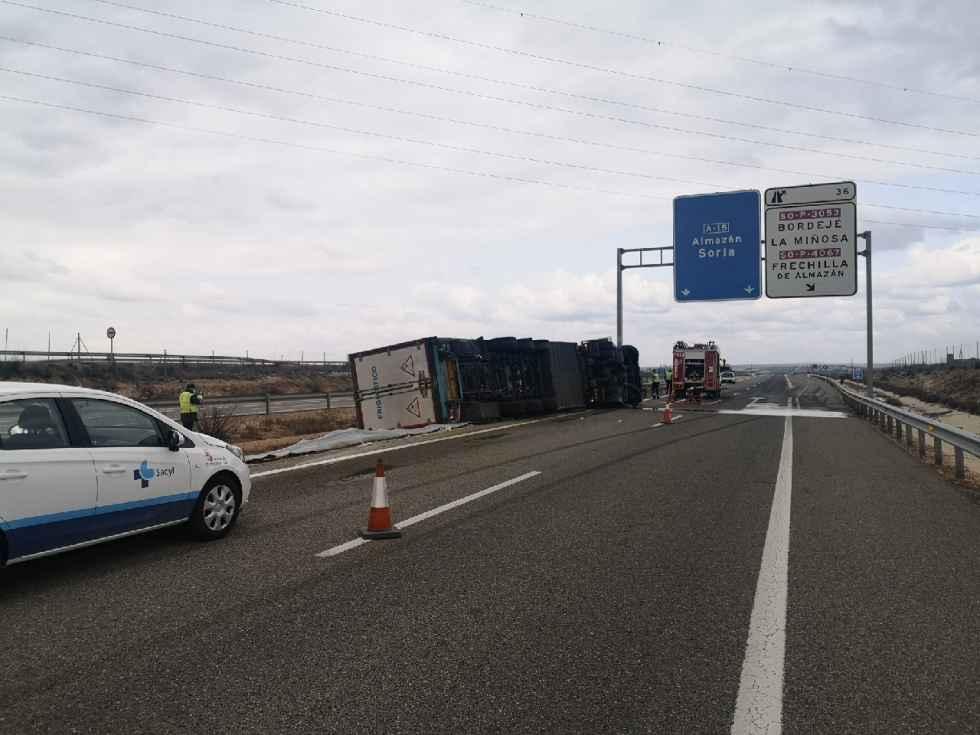 Un șofer român a murit după ce s-a răsturnat cu camionul la Almazan, în Castilla y Leon