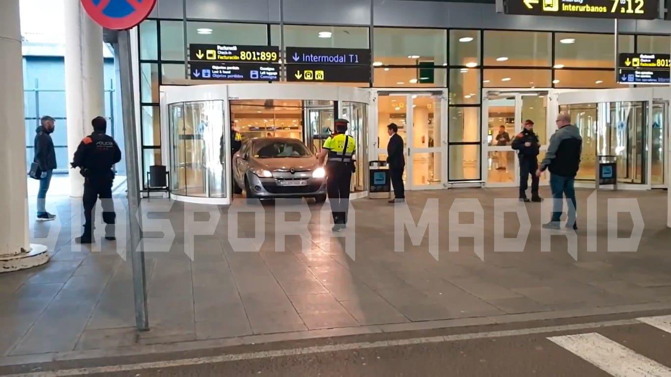 Atac cu un vehicul în incinta unui terminal al aeroportului din Barcelona