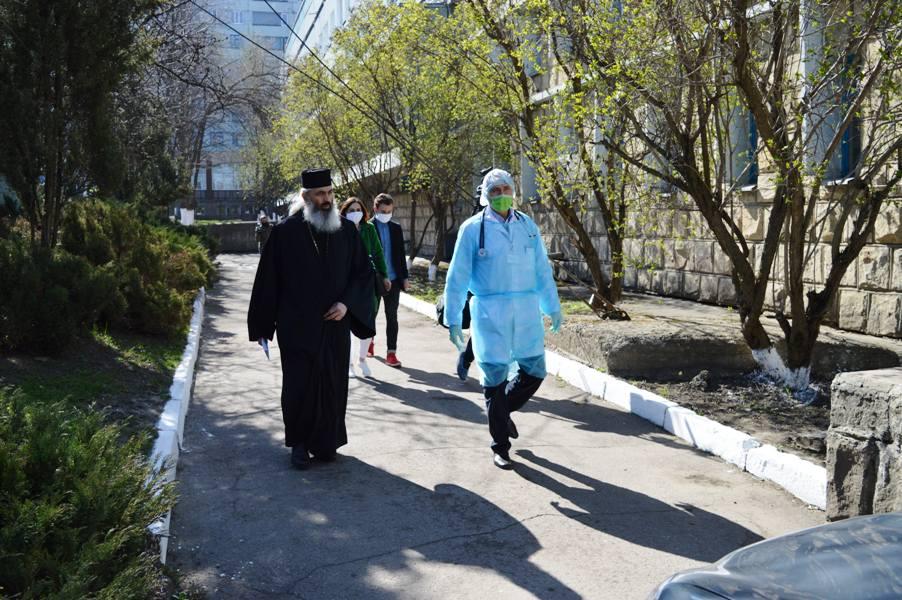 MOLDOVA: Episcopia de Bălţi a ajutat sistemul sanitar cu 30.000 lei moldoveneşti