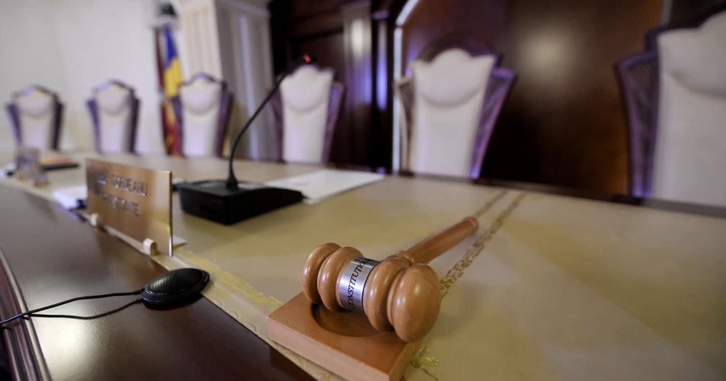 Carantina sau internarea obligatorie nu pot fi impuse prin ordin de ministru. Vezi ce a mai decis Curtea Constituțională