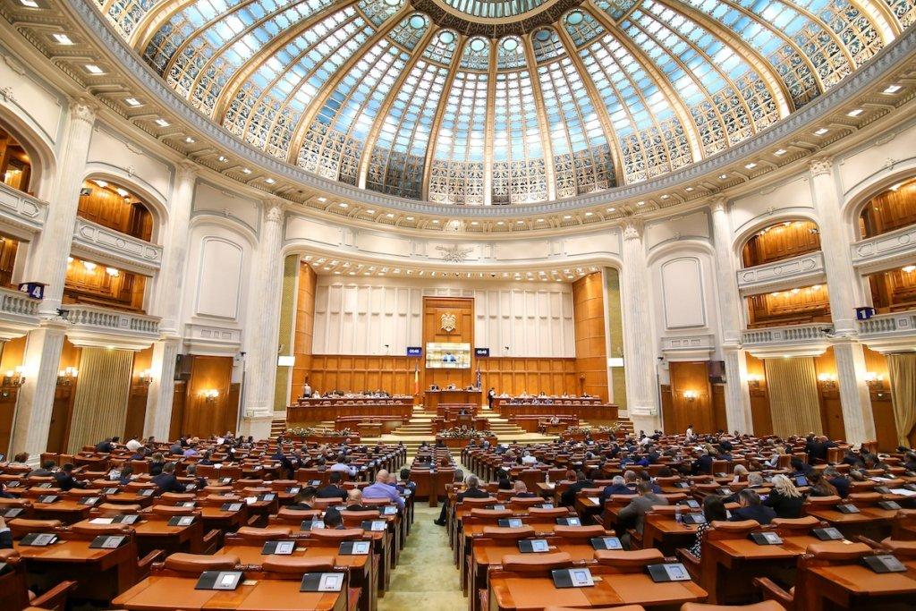Parlamentul a decis dublarea alocațiilor de stat pentru copii. De când se dublează alocațiile.