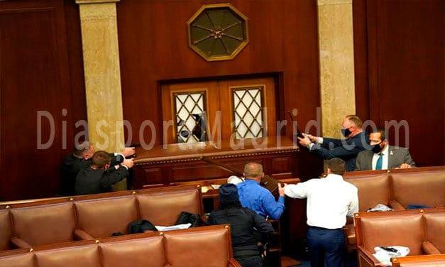S-a decretat stare de asediu în Washington! Protestatarii au ocupat Congresul SUA, senatorii americani au fost evacuați