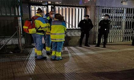 Un român s-a sinucis după ce și-a înjunghiat soția în fața celor doi copii!