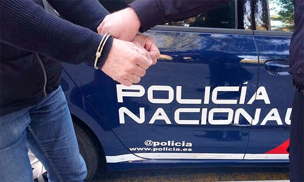 Cinci români arestați în Spania. Făceau parte dintr-o rețea dedicată falsificării testelor PCR pentru călători