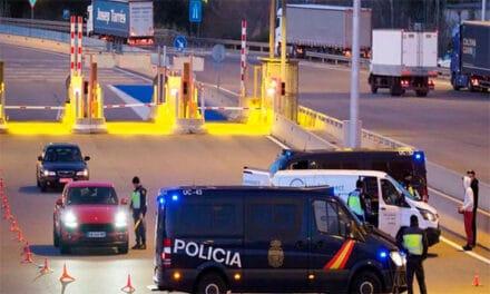Arestat un șofer de camion după ce a accidentat mortal pe altul. Intervin mai mulți șoferi, printre ei și români