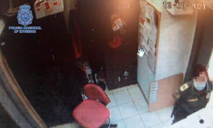 Identificată o româncă după ce a furat banii din dulapul unui angajat