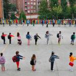 Măștile nu vor mai fi obligatorii în curțile școlilor din regiunea Madrid